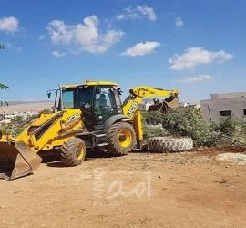 آليات الاحتلال تجرف 10 دونمات مزروعة بأشتال الزيتون جنوب بيت لحم