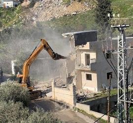 القدس: جيش الاحتلال يهدم خيمة مأوى عائلة عليان بالعيسوية