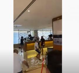 مستوطنون يهاجمون فندق ويعتدون على موظفيه بالقدس- فيديو