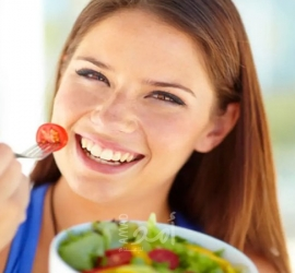 6 أطعمة مفيدة لصحة العين وتحسن النظر