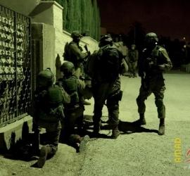 قوات الاحتلال تقوم بشن حملة مداهمات واعتقالات بالضفة والقدس