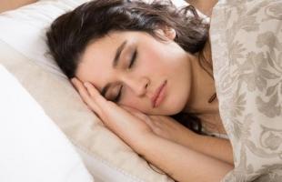 3 مشروبات تساعدك على النوم سريعا