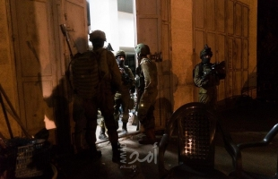 جيش الاحتلال يعتقل شابًا ويعتدي على المتواجدين في باب العامود بالقدس