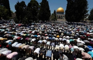 """15 ألف مصل يؤدون """"الجمعة"""" في المسجد الأقصى"""