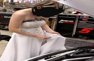 تصرف مفاجئ من عروس يوم زفافها يثير الجدل