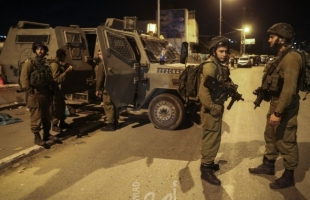 الخليل: قوات الاحتلال تستولي على شاحنة وجرافة في بيت أمر