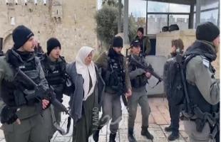 فيديو - اعتقال فلسطينية بزعم محاولتها تنفيذ عملية طعن بالقدس
