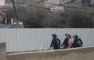 """القدس: جيش الاحتلال يعتقل شاب في """"رأس العامود"""""""