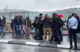 """القدس: قوات الاحتلال تعتدي على المصلين في حي """"وادي الجوز""""- فيديو"""