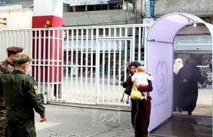 غزة: الخدمات الطبية تُنشئ ممرات تعقيم المواطنين بمداخل مستشفياتها