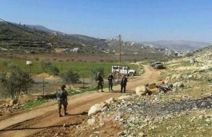 سلطات الاحتلال تخطر بوقف بناء منزل وهدم منشأتين زراعيتين في قلقيلية