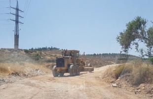 قوات الاحتلال يمنع شق طريق غرب جنين ويستولي على جرافة