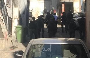 القدس: قوات الاحتلال تعتقل 3 شبان على حاجز الزعيم