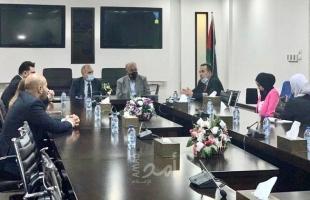 """""""اللجنة الوطنية"""" و""""الاتصالات"""" توقعان اتفاقية لدعم مشروع """"مليون طفل مبرمج"""""""