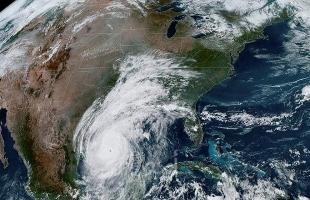 """اليابان تُصدر أوامر بإجلاء 160 ألف شخص بسبب إعصار """"لوبيت"""""""