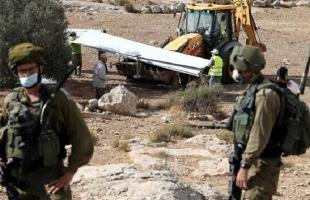 قوات الاحتلال تخطر بهدم جزء من مقبرة شرق يطا