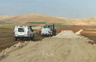 """طوباس: جيش الاحتلال يعتدي على مواطن ويصادر """"حفار زراعي"""" في سهل البقيعة-صور"""