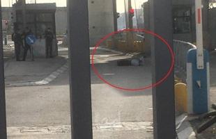 جيش الاحتلال يطلق النار على شاب عند حاجز قلنديا شمال القدس المحتلة - فيديو