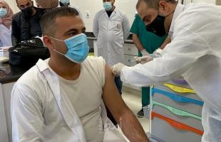 """شاهد - فلسطين تبدأ حملة التطعيم ضد فيروس """"كورونا"""""""