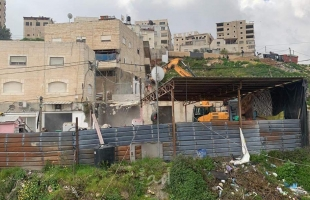 """قوات الاحتلال تهدم منزل """"قيد الإنشاء"""" في الخليل"""