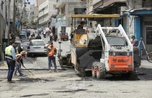 بلدية غزة تنفذ أعمال صيانة في 3 شوارع من المدينة