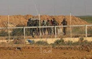 جيش الاحتلال يعتقل فلسطينيان تسللا عبر السياج الفاضل جنوب قطاع غزة
