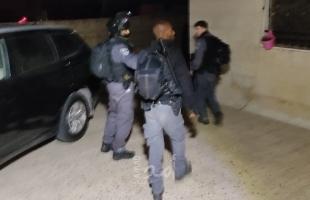 القدس: قوات الاحتلال تعتقل شابًا قرب باب العمود