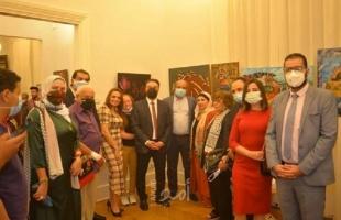 """القاهرة: افتتاح المعرض الفني """"فلسطين في القلب"""""""