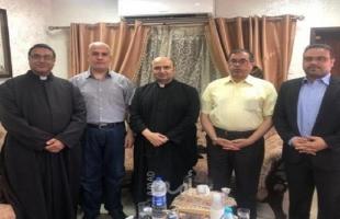 وفد من حماس يزور كنيسة دير اللاتين للاطمئنان على صحة رومانيلي