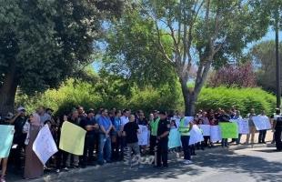 """عائلات متضررة من قانون """"لم الشمل"""" تتظاهر أمام الكنيست الإسرائيلي بالقدس- صور"""