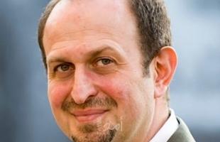 """""""عمرو"""" لـ إسرائيل: السلطة الفلسطينية كغابة جافة تنتظر الاشتعال.. فيجب مساعدتها!"""