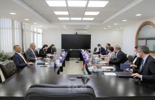 الشيخ يلتقي نائبة وزير الخارجية والتعاون الدولي الإيطالي ويبحثان تطورات القضية الفلسطينية