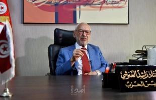 الغنوشي لصحيفة بريطانية: الإمارات وراء انتزاع السلطة في البلاد..وقرقاش ينصحه!