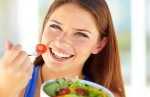 أطعمة تفيد في تنشيط عمل الدماغ صباحا