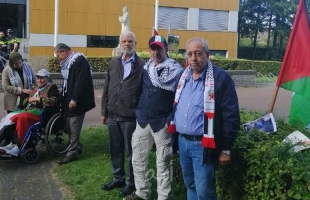 وقفة تضامن مع الأسرى الفلسطينيين أمام مقر الصليب الأحمر في مدينه لاهاي الهولندية