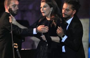 أول تعليق من ماجدة الرومى بعد سقوطها من مسرح جرش - شاهد