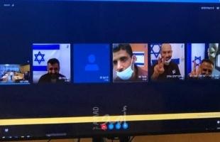 الأسرى الستة المعاد اعتقالهم يلقون تحية النصر لبعضهم أثناء محكامتهم - فيديو