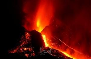 بركان جزيرة لا بالما يثير الرعب من جديد: انفجارات عنيفة وزلازل وإلغاء الرحلات الجوية- فيديو