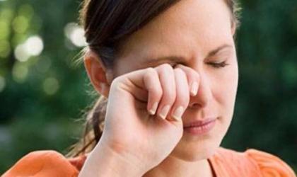 خبير يحذر عادة دعك وحك العين باستمرار تسبب ضعفًا في القرنية