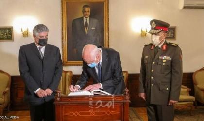 الرئيس التونسي يعفي 3 ولاة من مناصبهم..و لا حوار مع الخلايا السرطانية