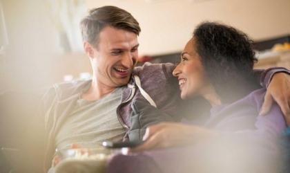 كيف تصبحين صديقة لزوجك .. 10 معلومات تجيب
