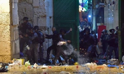 القدس: إصابات واعتقالات خلال مواجهات في باب العامود