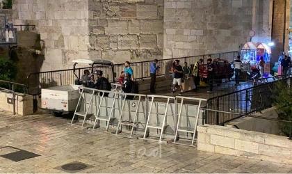 قوات الاحتلال تصيب شابا وتعتقل اثنين آخرين قرب باب العامود