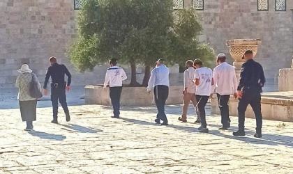 مستوطنون يقتحمون ساحات الأقصى بحماية شرطة الاحتلال