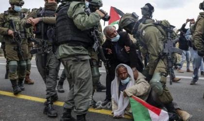 """الخليل: اصابة عشرات المواطنين بالاختناق جراء اعتداء قوات الاحتلال عليهم في """"يطا"""""""