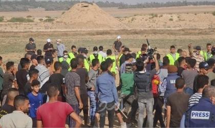 (10) إصابات بمهاجمة جيش الاحتلال لمسيرة شعبية شرق خانيونس- فيديو وصور