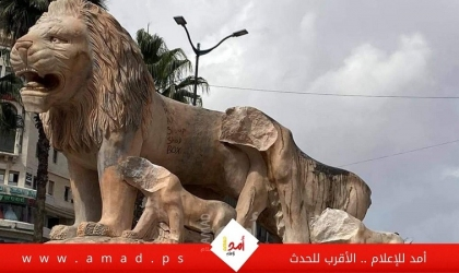 شاهد - القبض على مواطن بعد تحطيمه تماثيل الأسود على دوار المنارة وسط  رام الله