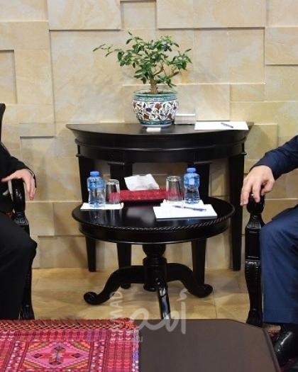 أشتية يستقبل مساعدة الأمين العام للأمم المتحدة للشؤون الإنسانية