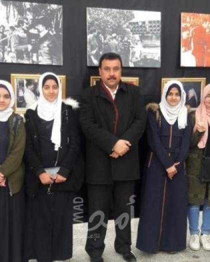 وفد من تعليم خان يونس يزور معرض صور الذاكرة الوطنية الفلسطينية
